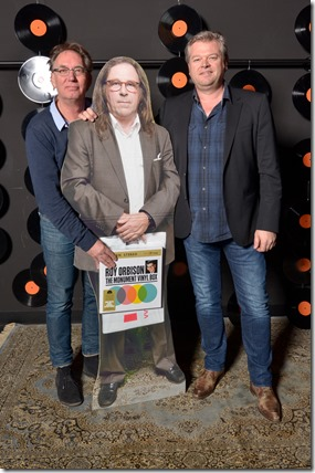 4-12-2014 40 jaar WV gastenboekfotos (11) John Burger (SonyMusic On Vinyl) en Frank Janssen (Buma-Stemra)