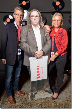 4-12-2014 40 jaar WV gastenboekfotos (35) Pim van Klink (Independants Arts & Crafts) en Jikke Klaassen (K's Concern en Warenhuis van den Brink)