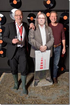 4-12-2014 40 jaar WV gastenboekfotos (64) Ben Giezenaar (sinds kort pensionado) en Wies Baten (voor zichzelf en Stageco)
