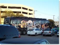 De door Gibson Guitars gesponsorde tourbus van Roky